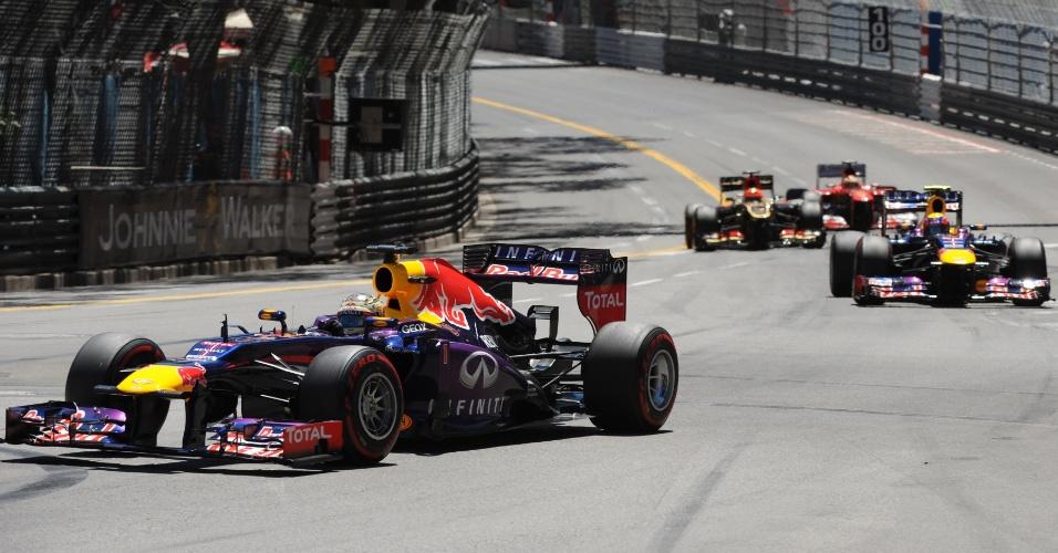 26.05.2013 - Sebastian Vettel (frente) faz a curva no Grande Prêmio de Mônaco