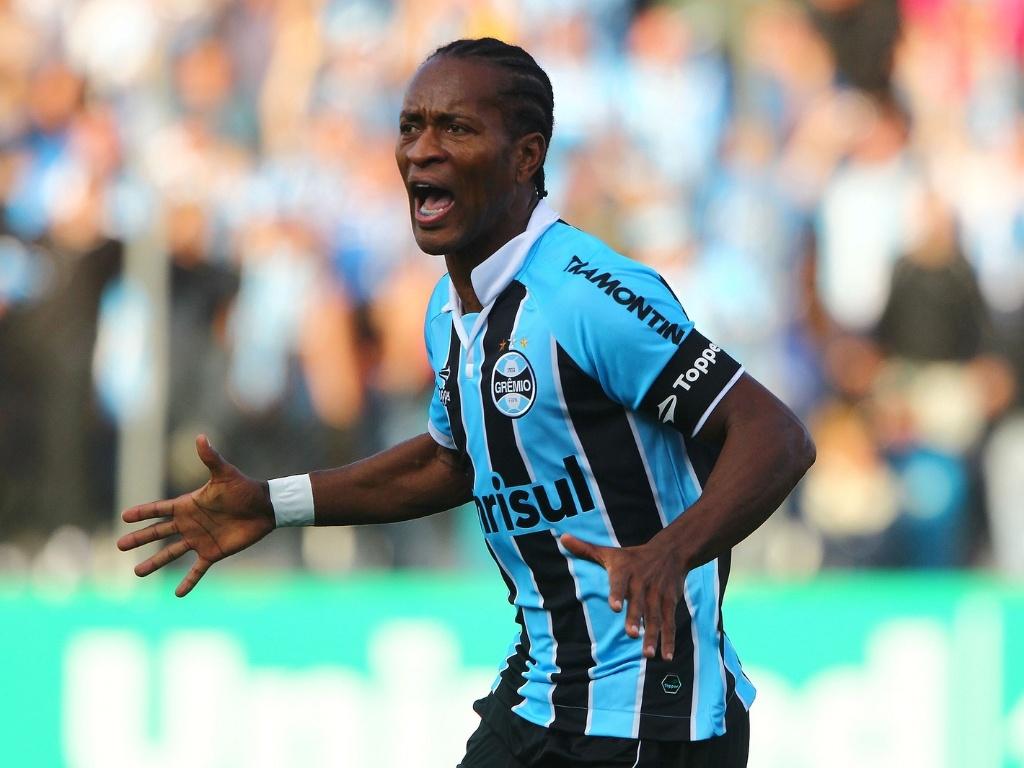 26.Mai 2013 - Zé Roberto comemora gol do Grêmio contra o Náutico