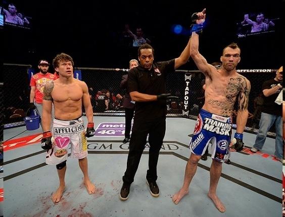 26.mai.2013 - George Roop vence luta contra Brian Bowles no UFC 160, em Las Vegas