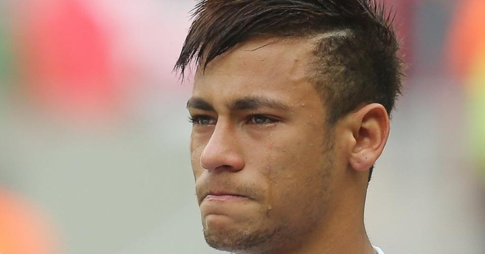 26.mai.2013 - Neymar chora antes da partida entre Santos e Flamengo no estádio Mané Garrincha. A partida será a despedida do atleta do time da Vila Belmiro