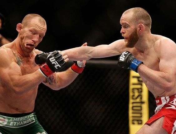26.mai.2013 - T.J. Grant derrotou Gray Maynard em luta no UFC 160, em Las Vegas