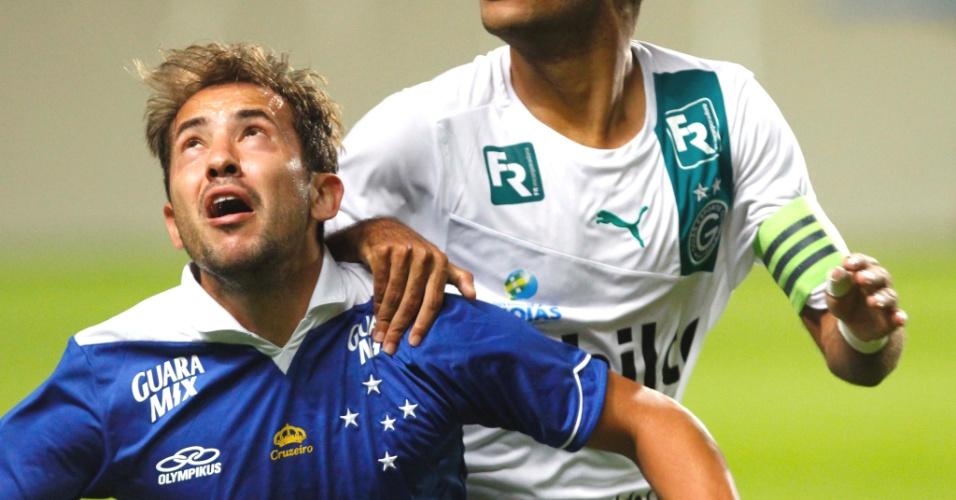 Everton Ribeiro durante a goleada do Cruzeiro sobre o Goiás, por 5 a 0, no Independência (26/5/2013)