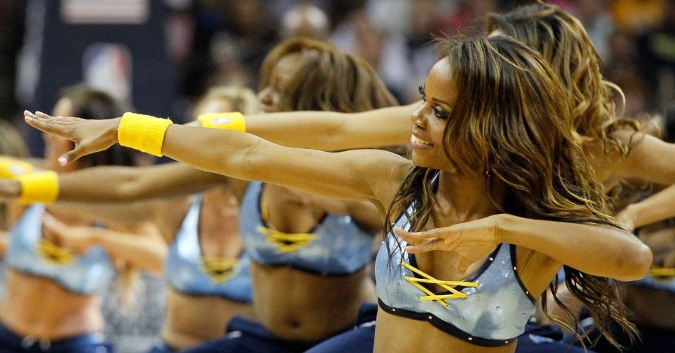 27.mai.2013 - Cheerleaders do Memphis Grizzlies fazem apresentação durante o jogo contra o San Antonio Spurs
