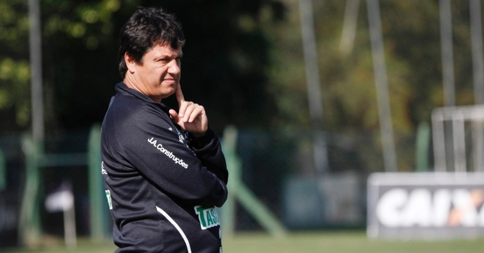 Adilson Batista comanda treinamento do Figueirense