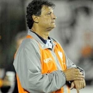 Edson Pimenta comanda a Portuguesa em derrota para o Vasco, no Rio