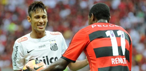 Renato Abreu (d) vestiu a camisa 11 no jogo do último domingo, contra o Santos