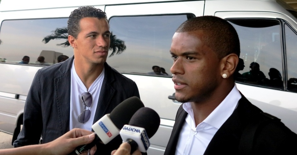 Fernando, do Grêmio, e Leandro Damião, do Inter, se apresentam a seleção brasileira no Rio de Janeiro