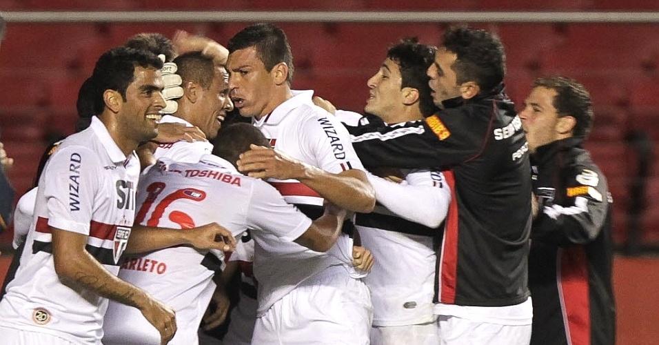 29.maio.2013 - Jogadores do São Paulo comemoram gol marcado por Luis Fabiano na goleada por 5 a 1 sobre o Vasco