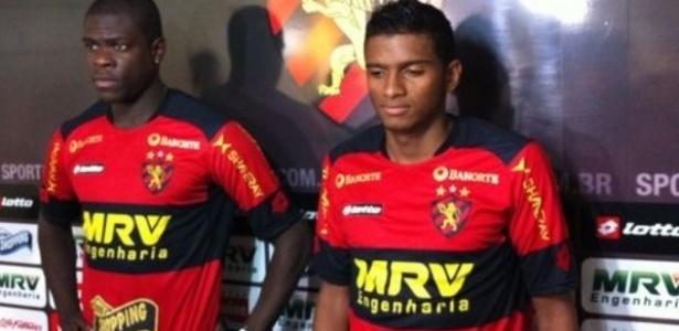 Reinaldo (à direita) chegou ao Sport em 2012 com contrato até maio de 2013 - Lucas Liausu/Site Oficial Sport Recife