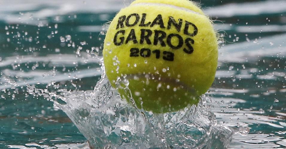 30.mai.2013 - Chuva voltou a atrapalhar rodada do torneio de Roland Garros