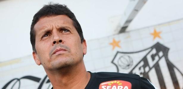 Claudinei Oliveira comandou o Santos em dois jogos e conquistou um ponto