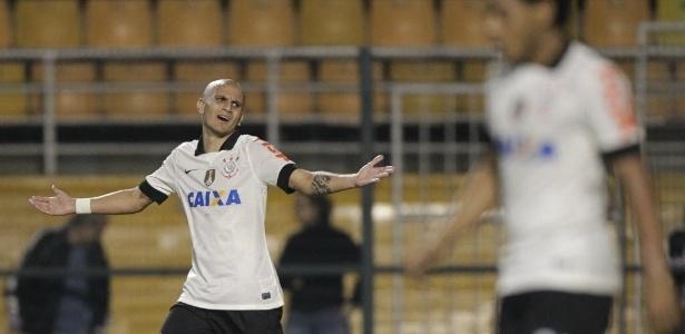 Fábio Santos depende de exames médicos para assinar com o Atlético-MG