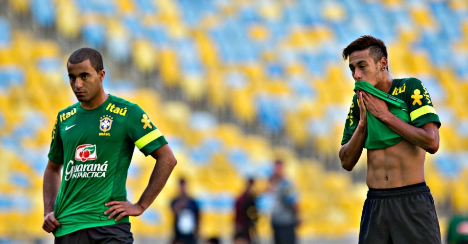 1º.jun.2013 - Lucas e Neymar treinam com a seleção brasileira para o amistoso contra a Inglatera
