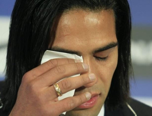 Atacante Falcão chora em última entrevista coletiva pelo Atlético de Madrid; jogador se transferiu para o Mônaco,da França
