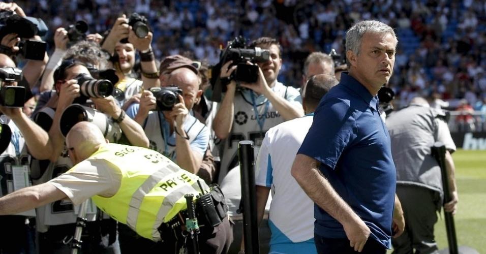 José Mourinho entra em campo em seu último jogo pelo Real Madrid
