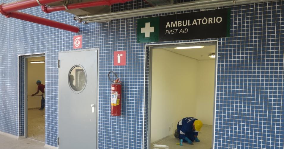 Sala que servirá de ambulatório do estádio estava em obras um dia antes da inauguração
