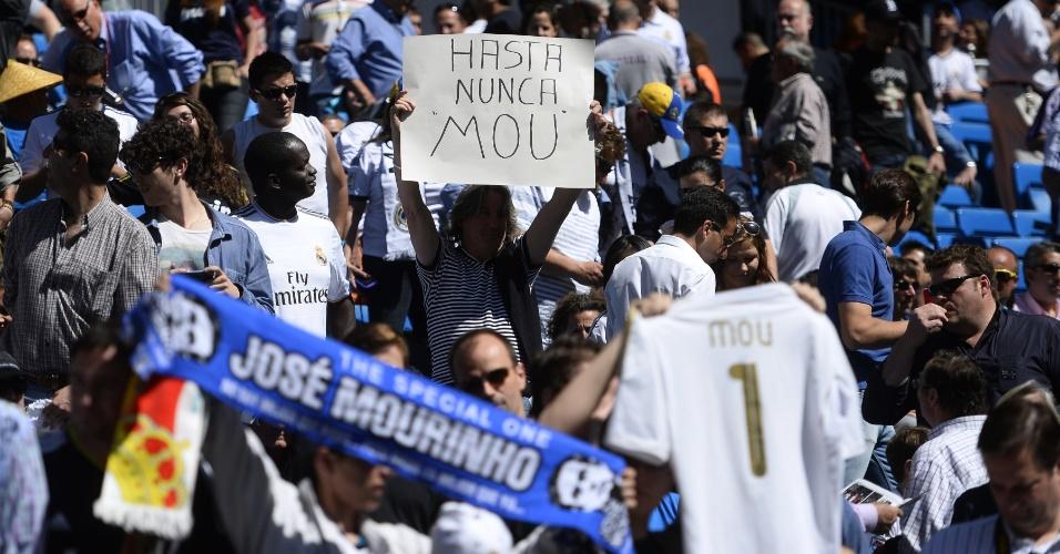Torcedores se dividiram entre críticas e homenagens ao técnico José Mourinho