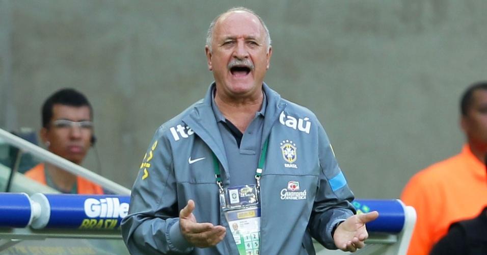 02.jun.2013 - Felipão orienta jogadores da seleção brasileira na partida contra a Inglaterra no Maracanã