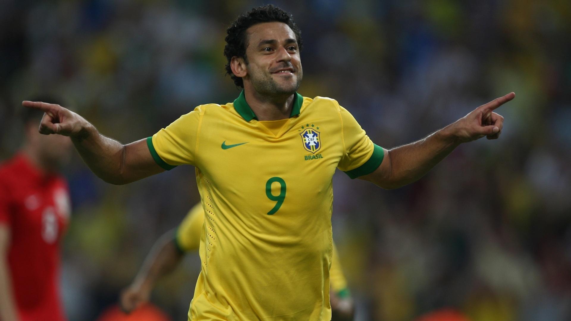 02.jun.2013 - Fred comemora após marcar o primeiro gol para o Brasil no empate com a Inglaterra