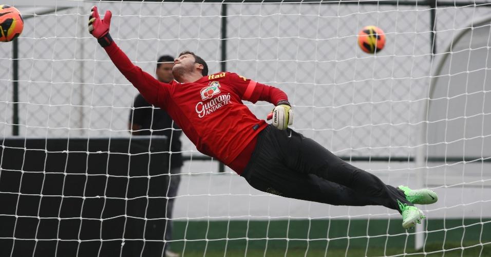 04.jun.2013 - Júlio César participa de treinamento da seleção brasileira em Goiânia, nesta terça-feira