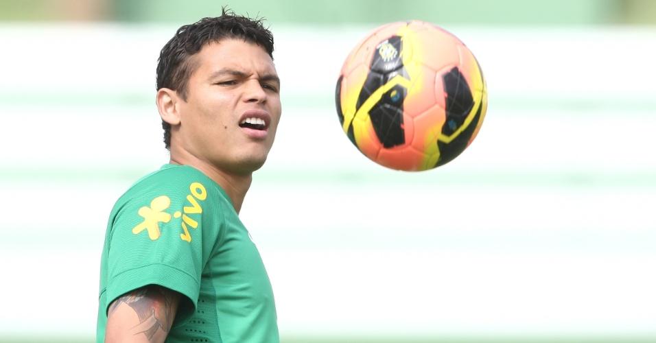 04.jun.2013 - Thiago Silva, zagueiro do PSG, participa de treinamento da seleção brasileira em Goiânia, nesta terça-feira