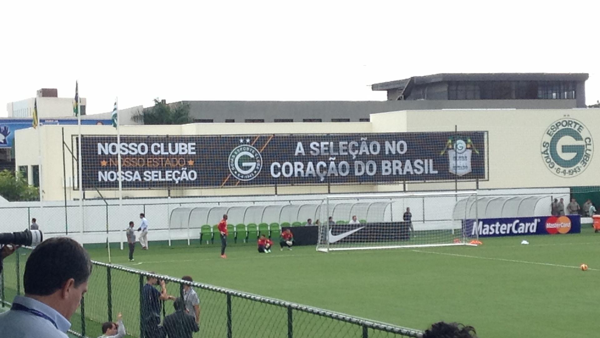 04.06.2013 - Detalhe da Serrinha, sede social do Goiás, recém-reformada, durante o treino da seleção brasileira