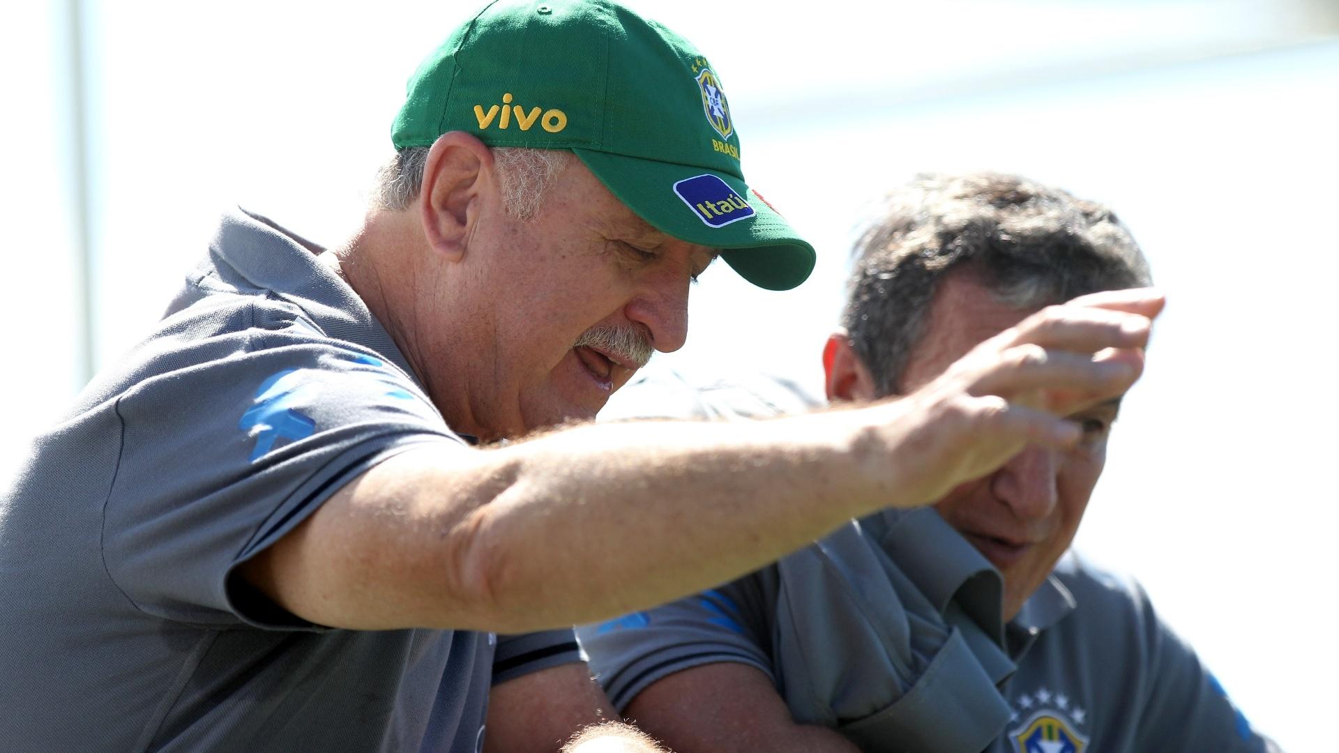 Felipão e Parreira analisam treinamento da seleção no CT do Goiás