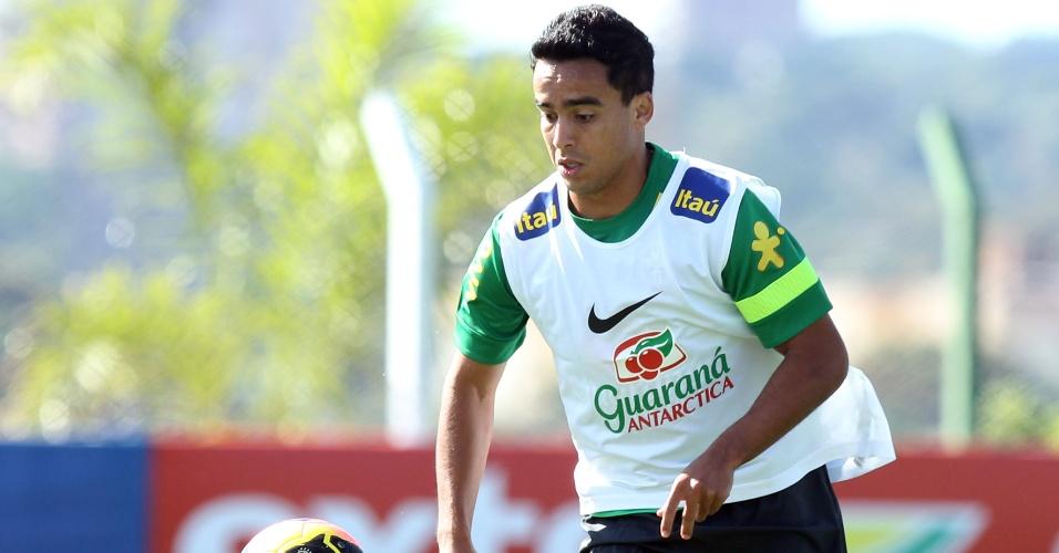 Jadson participa de treino realizado sem público em Goiás