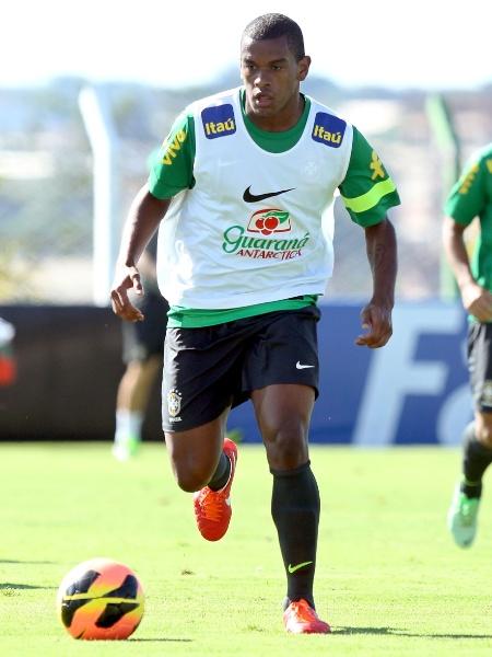 Meio-campista foi campeão da Copa das Confederações com a seleção brasileira em 2013 - Wander Roberto/Vipcomm