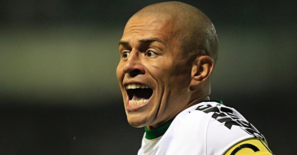 06.06.13 - Alex, do Coritiba, comemora gol do time paranaense contra o Fluminense pelo Brasileirão