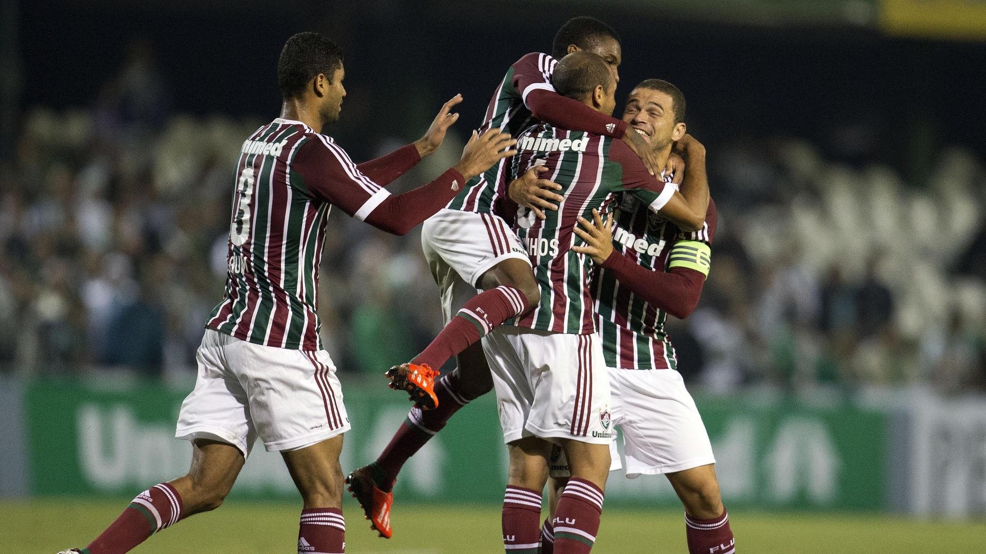 06.06.13 - Jogadores do Fluminense comemoram gol do time carioca contra o Coritiba pelo Brasileirão