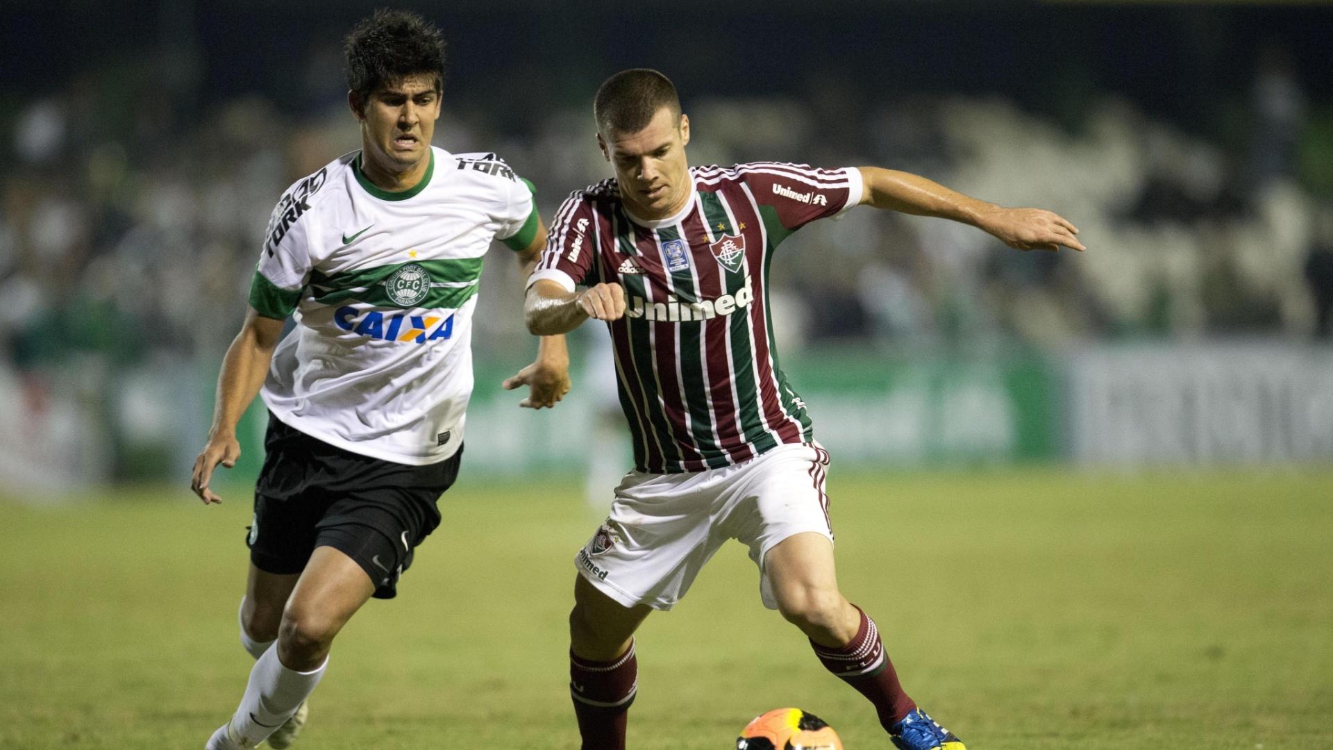 06.06.13 - Wágner tenta fazer jogada na partida entre Fluminense e Coritiba pelo Brasileirão