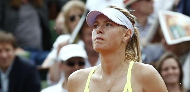 06.jun.2013 - Com cara de irritada, Sharapova ficou abalada com marcações duvidosas no segundo set