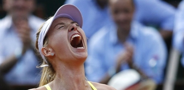 06.jun.2013 - Maria Sharapova berra e vibra muito após a difícil vitória sobre Victoria Azarenka nas semifinais em Paris