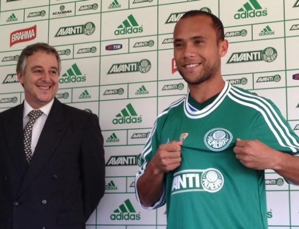 Ananias foi apresentado pelo presidente do Palmeiras Paulo Nobre