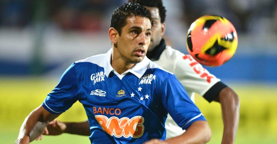 Diego Souza durante vitória do Cruzeiro sobre o Corinthians, por 1 a 0, na Arena do Jacaré (5/6/2013)