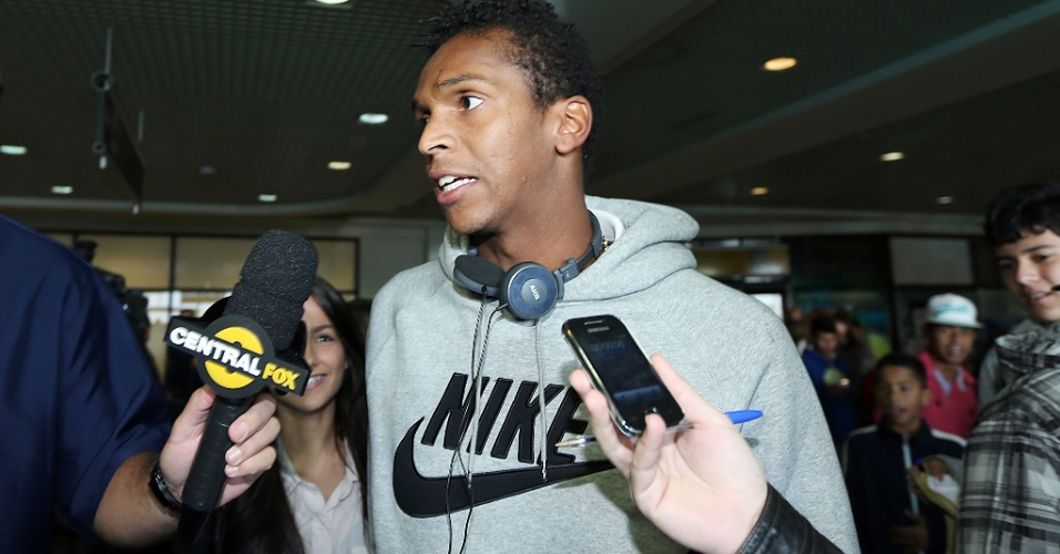 Atacante Jô, do Atlético-MG, convocado para substituir Leandro Damião no amistoso contra a França, chega a Porto Alegre