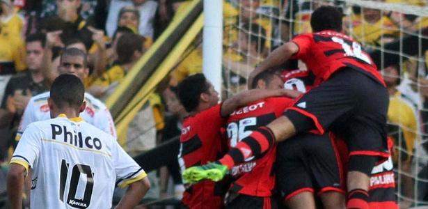 3ddecf1a5a Jogadores do Flamengo comemoram gol de Hernane na vitória sobre o Criciúma