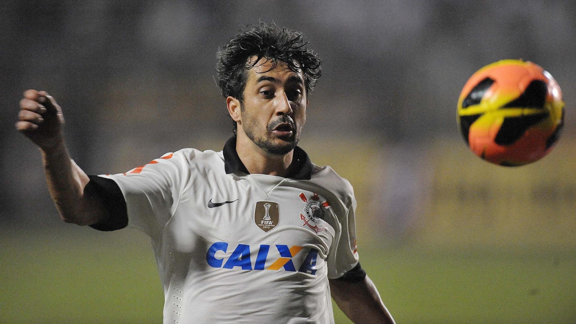 Douglas foi substituído no segundo tempo do empate de 0 a 0 entre Corinthians e Portuguesa