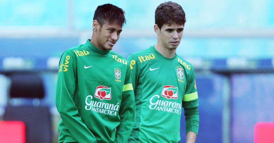Jovens Neymar e Oscar em treino da seleção brasileira em Porto Alegre