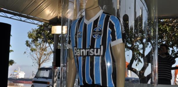 Nova camisa do Grêmio inspirada no ano da conquista do título mundial e7ac194d2cddf