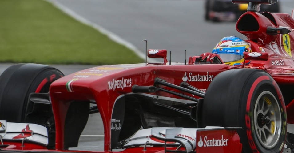 Sessão inicial no sábado teve apenas 30 min de duração devido a reparos em muro da curva 11. Alonso fez o 4º melhor tempo no treino livre