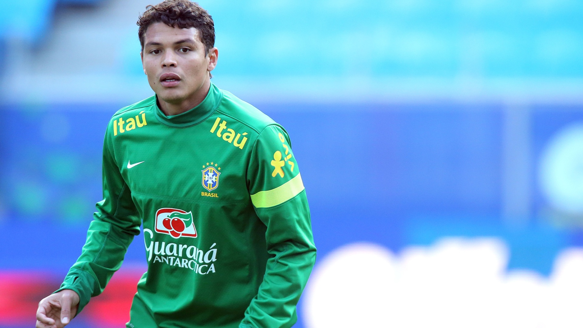 Zagueiro Thiago Silva em treino da seleção brasileira em Porto Alegre