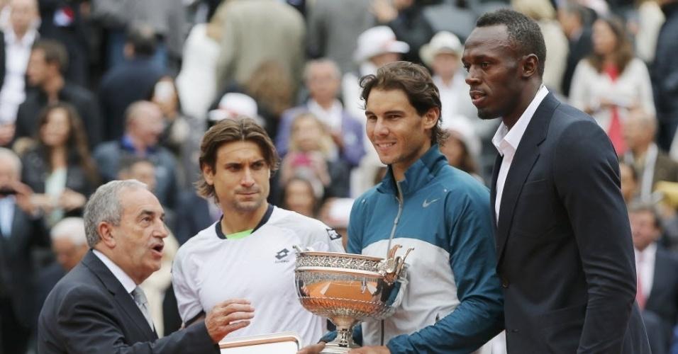 09.jun.2013 - David Ferrer, Rafael Nadal e Usain Bolt posam para foto durante a cerimônia de premiação de Roland Garros