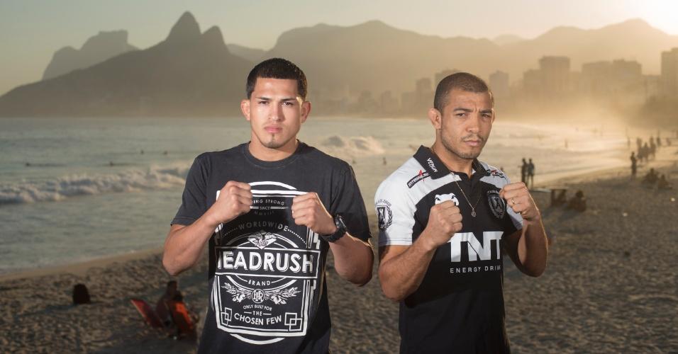 11.jun.2013 - Astros da luta principal do UFC Rio 4, Anthony Pettis (d) e José Aldoposam para ensaio de divulgação do evento