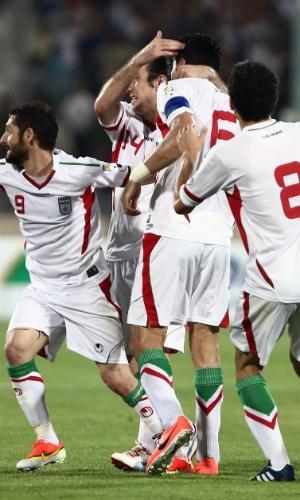 11.jun.2013 - Jogadores do Irã comemoram um dos gols da goleada por 4 a 0 sobre o Líbano pelas eliminatórias da Copa-2014
