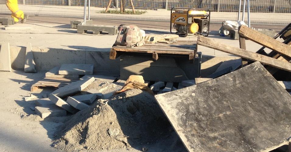 11.jun.2013 - Maracanã ainda tem canteiros de obras no seu entorno a poucos dias do início da Copa das Confederações