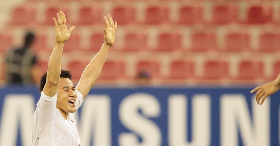 11.jun.2013 - Shinji Okazaki comemora após marcar o gol da vitória por 1 a 0 do Japão sobre o Iraque pelas eliminatórias da Copa-14