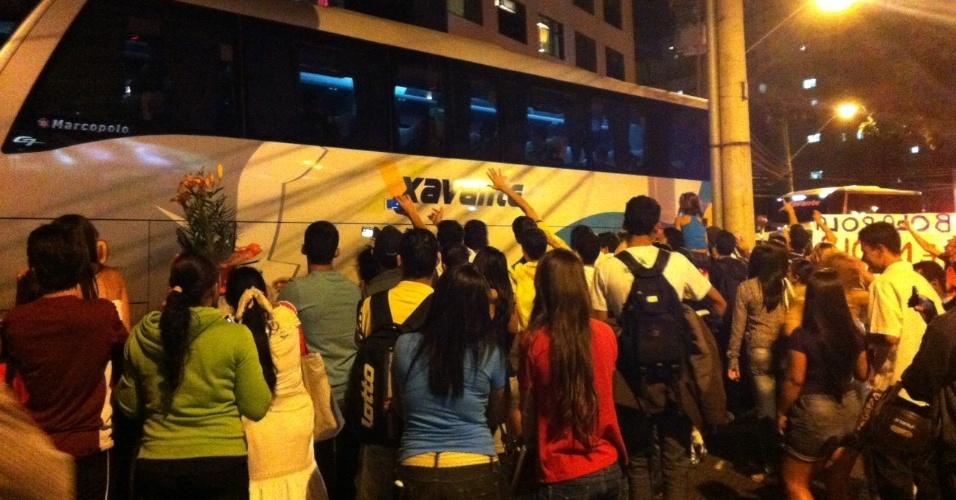 Protesto em frente ao hotel da seleção brasileira contra Marconi Perillo, governador de Goiás