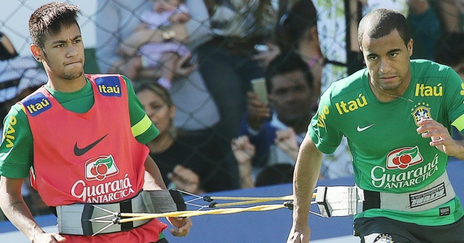 12.jun.2013 - Neymar e Lucas participam de treino físico da seleção brasileira nesta quarta em Goiânia